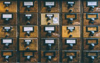 Batterie de boîtes aux lettres dégradée : qui endosse les frais de remplacement ?